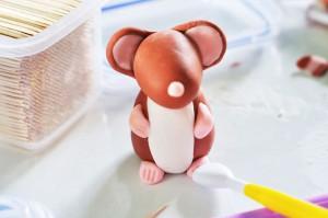 мышка с лапками из мастики