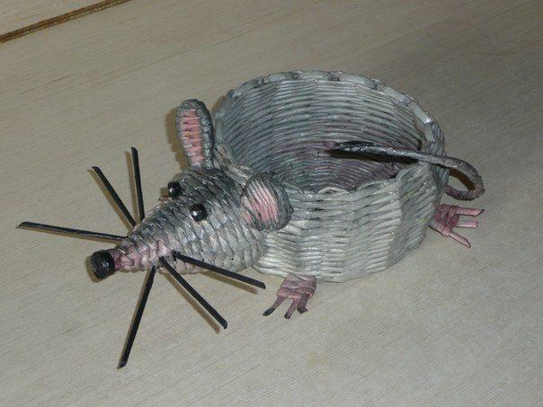 мышка из газетных трубочек